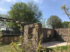 Réalisation des murs en pierres sèches et balançoire